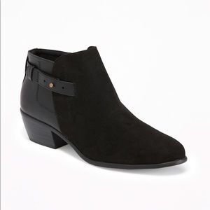 OLD NAVY / Side-Strap Ankle Booties